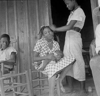 "Dorothea Lange's ""Negro Women,"" Earle, Arkansas, is one of the images featured in ""Hope and Despair."""