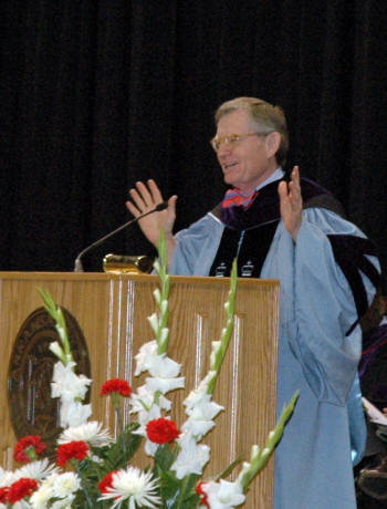Dr. E. Gordon Gee speaks to the graduating class of ASU-Jonesboro at Spring Commencement 2009.