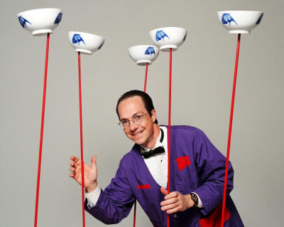 Science impresario Rhys Thomas teaches Newtonian physics by juggling and other feats of balance and coordination.
